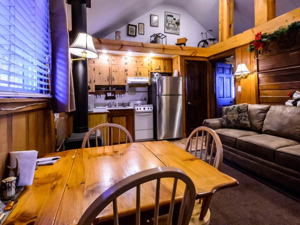 Bountiful Cabin Dining Area and Kitchen