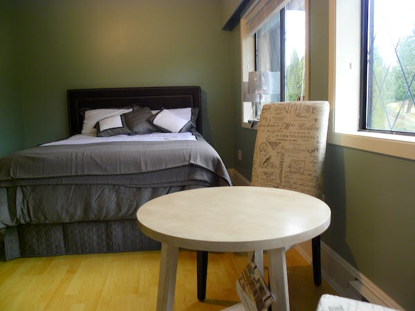 Queen Room, Golf Views Elizabeth Manor Bed and Breakfast- Qualicum's Only B&B with an Indoor Pool,