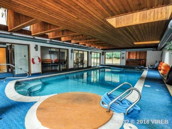 Indoor heated pool, hot tub .Elizabeth Manor Bed and Breakfast- Qualicum's Only B&B with an Indoor Pool,