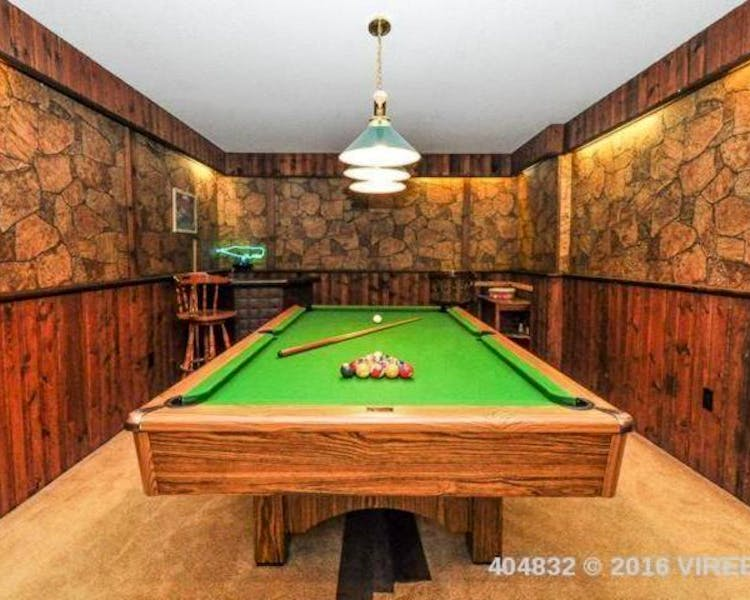 Billiards, play pool Elizabeth Manor Bed and Breakfast- Qualicum's Only B&B with an Indoor Pool,