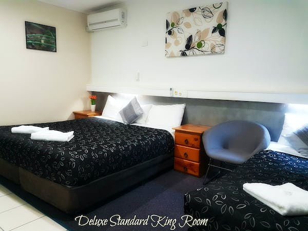 Deluxe standard room with one King bed and one single bed