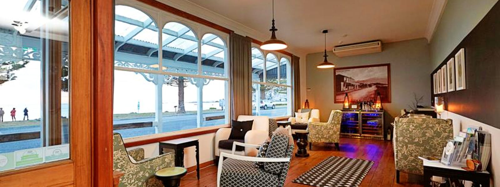 Guest lounge / wine bar overlooking the bay