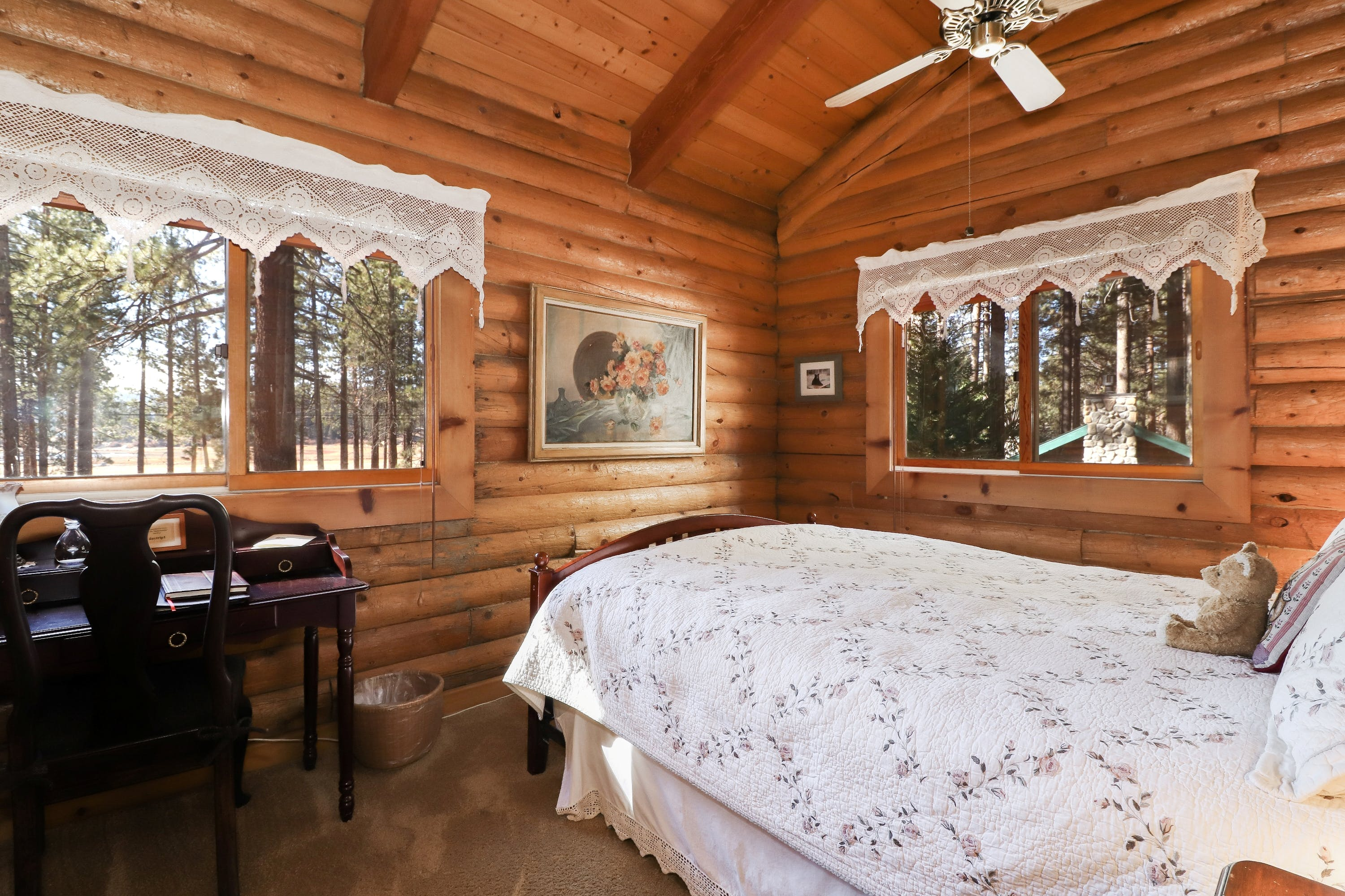 A queen suite with ensuite bathroom, sitting room & lake view