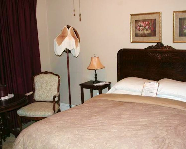 Tioga Room Queen bed