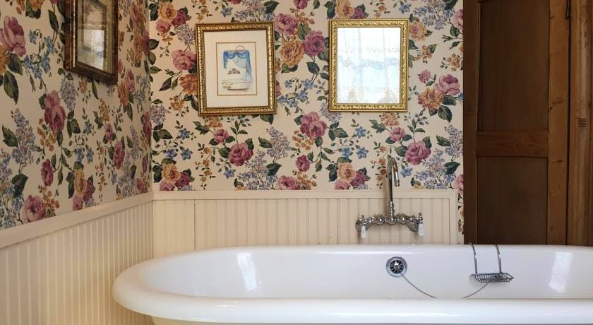 Claw foot tub in Bradford Suite