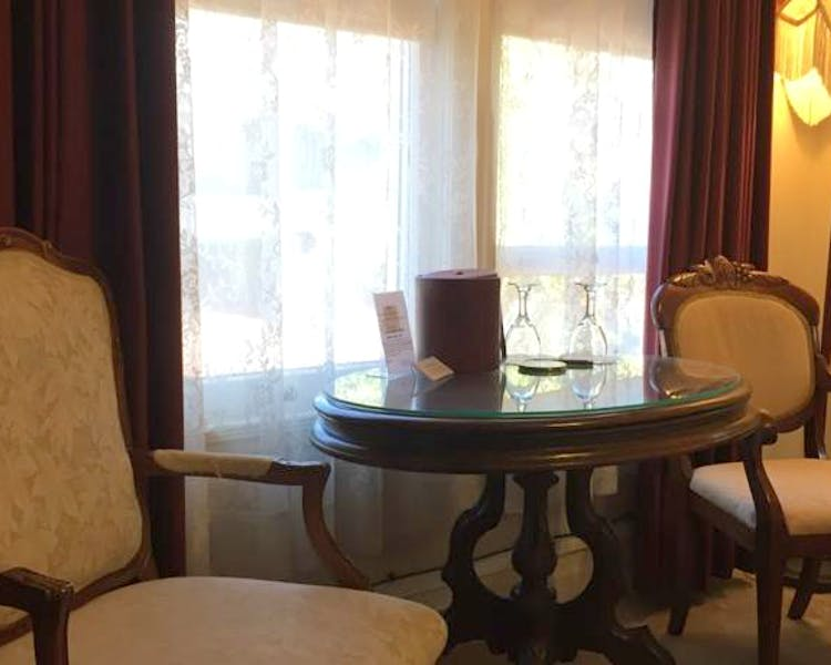 Table and chairs in Tuolumne Room