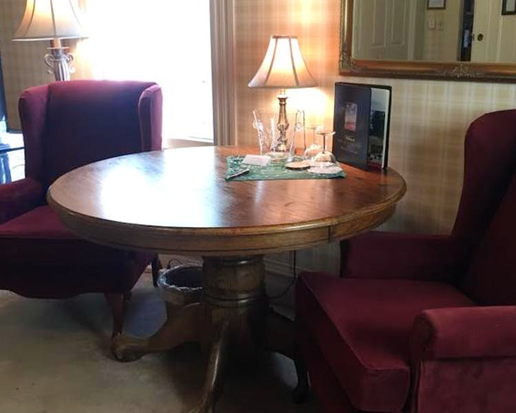 Table and chairs in Yosemite Suite