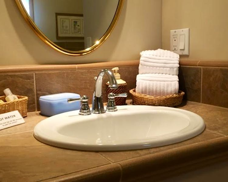 Sink with make-up remover and towels in Yosemite Suite