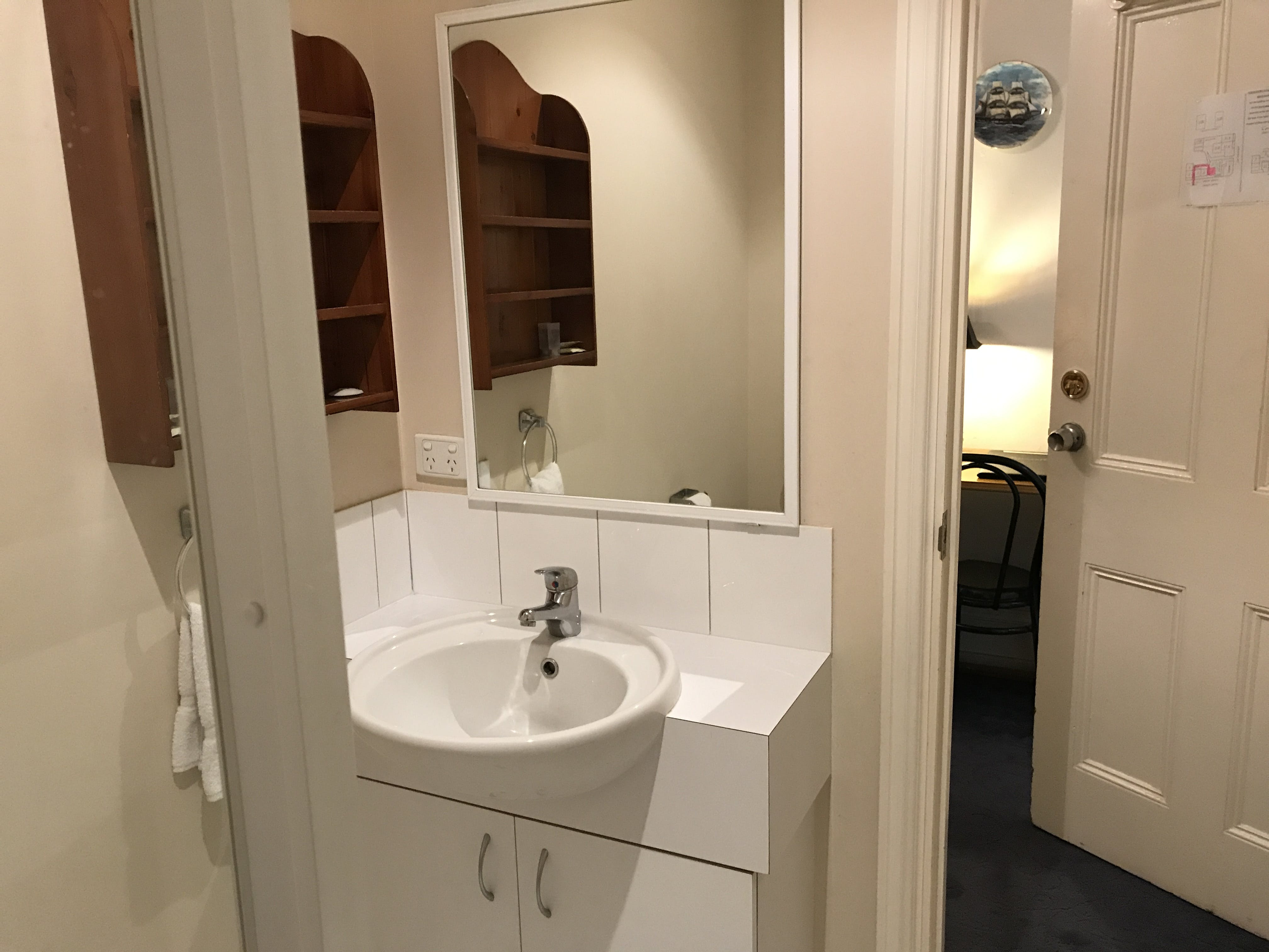 Room 1 queen ensuite