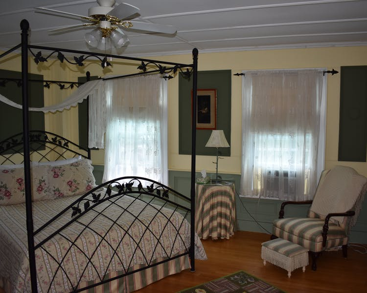 colonial house inn home harbour house inn