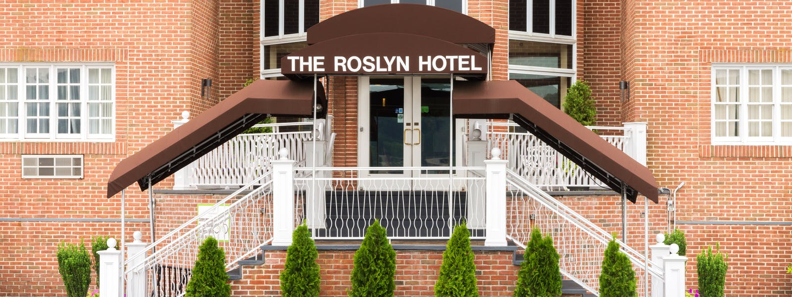 The Roslyn Hotel Long Island exterior entrace