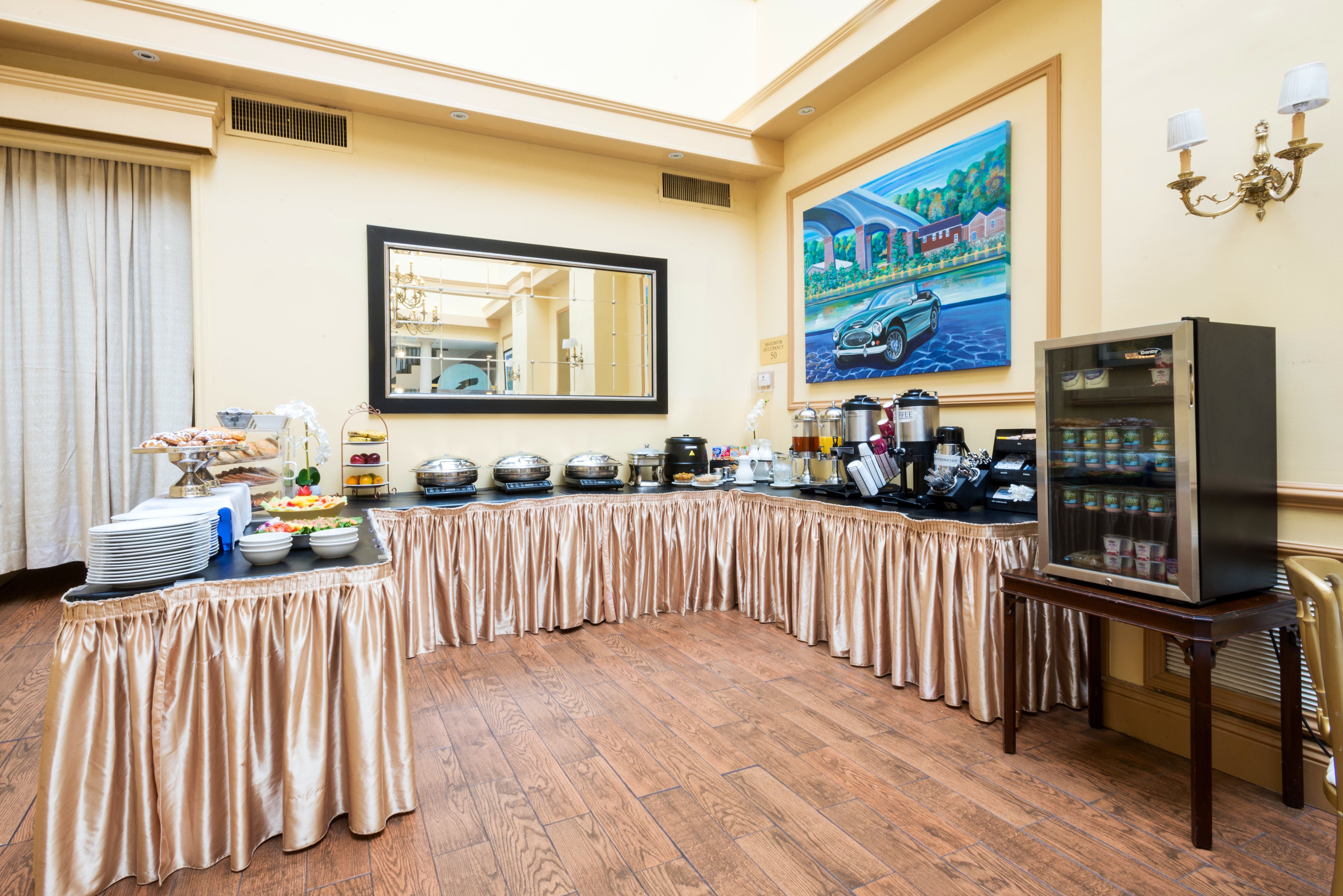 Complimentary hot breakfast buffet at the Roslyn Hotel