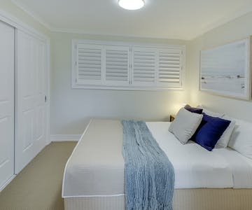 Double bed in The Family Retreat (Eumundi).
