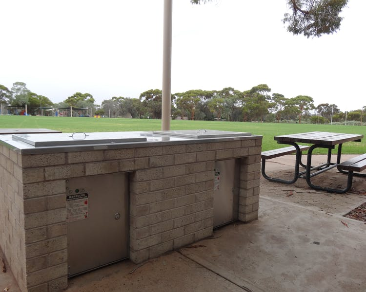 BBQ Area, Leigh Creek Outback Resort, Flinders Ranges accommodation