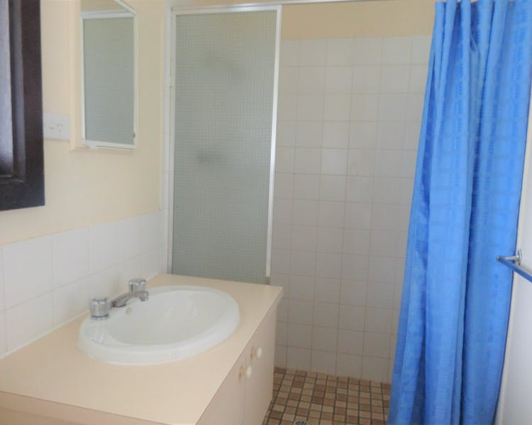 Bathroom, Leigh Creek Outback Resort, Flinders Ranges accommodation