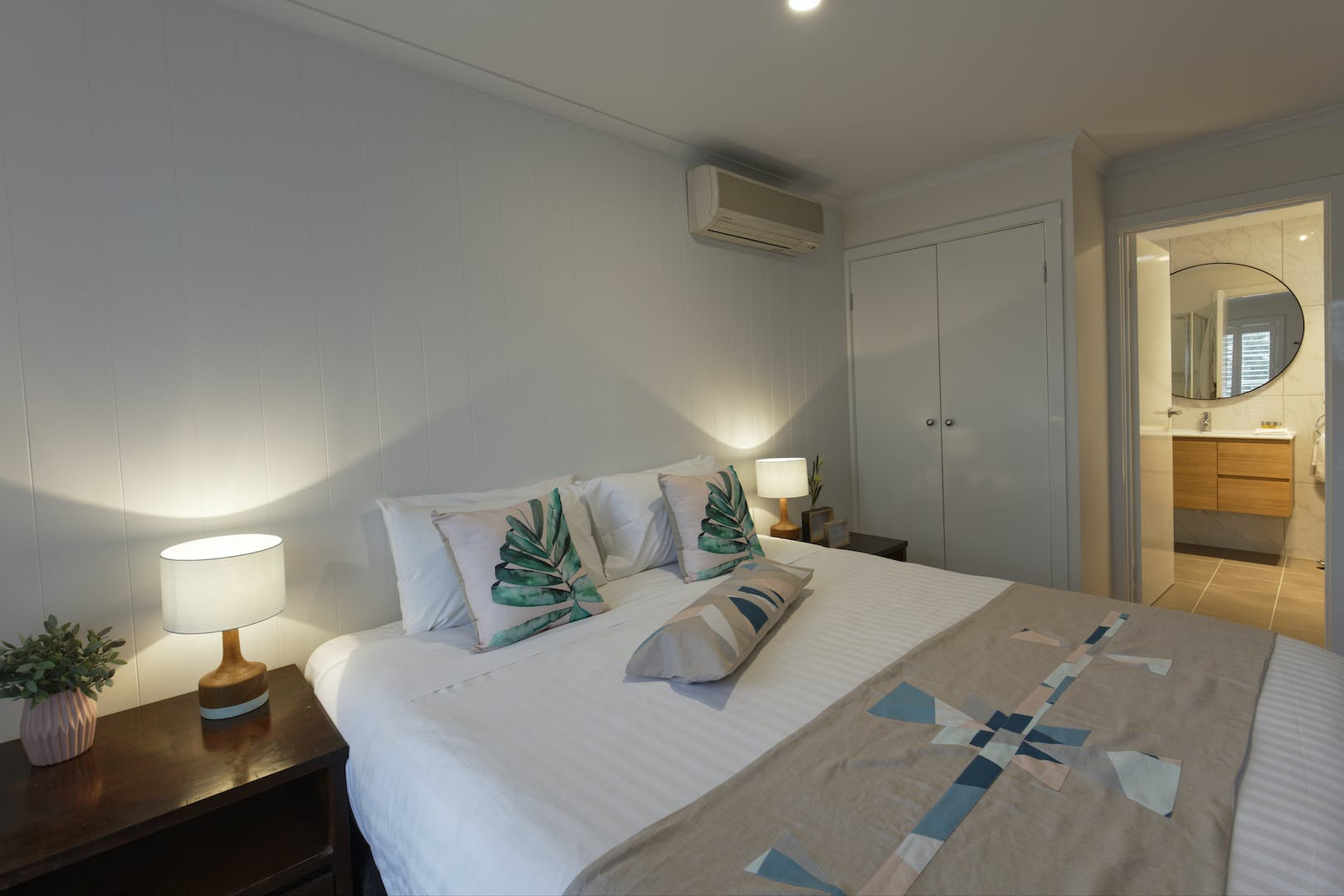 Inverloch accommodation The Sandy Mount Room 3 Slipper Bath Inverloch 3996
