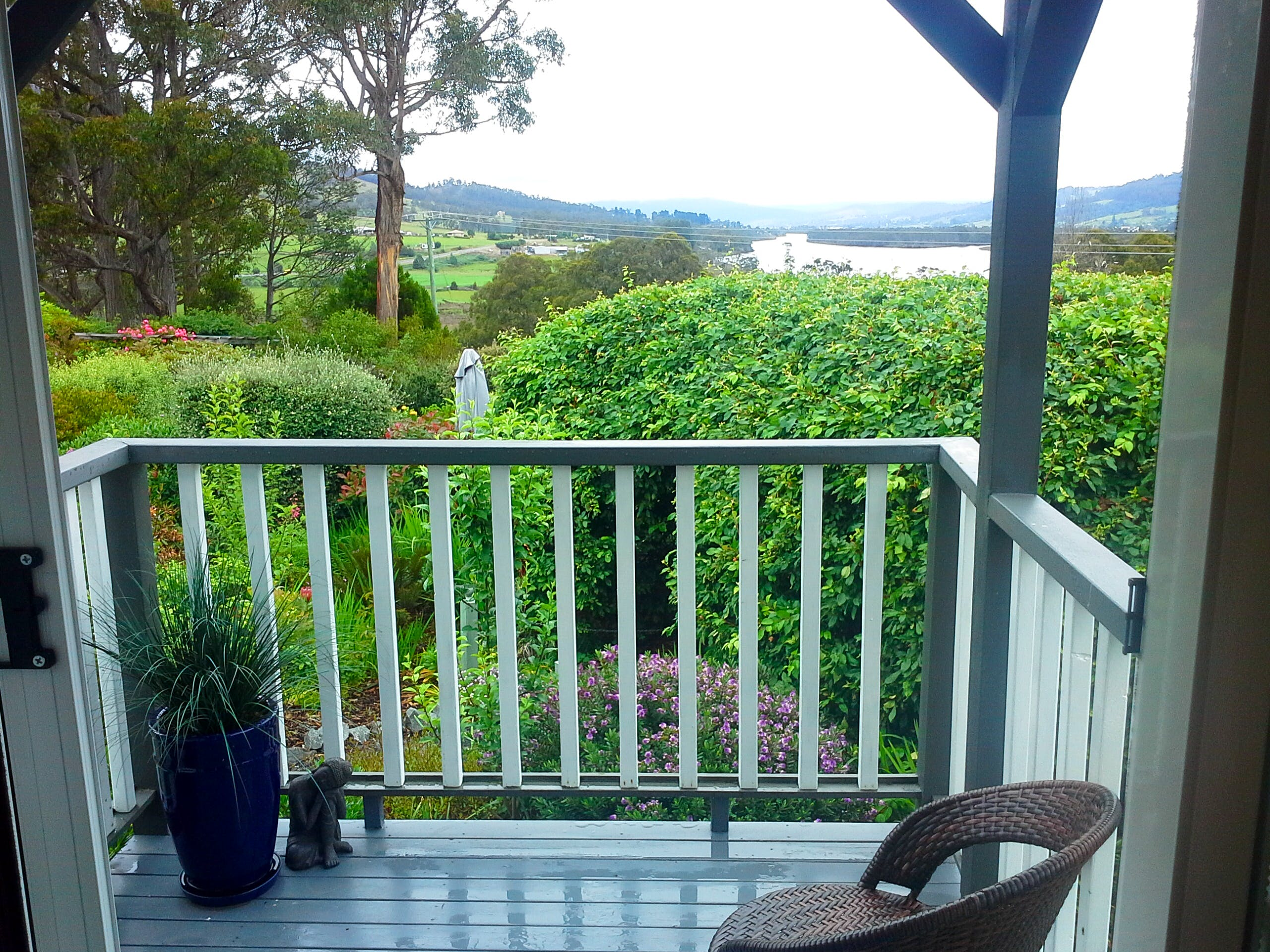 Huon River and Valley View at Hillside Bed & Breakfast Huonville Tasmania hillsidebedandbreakfasthuonvalley.com