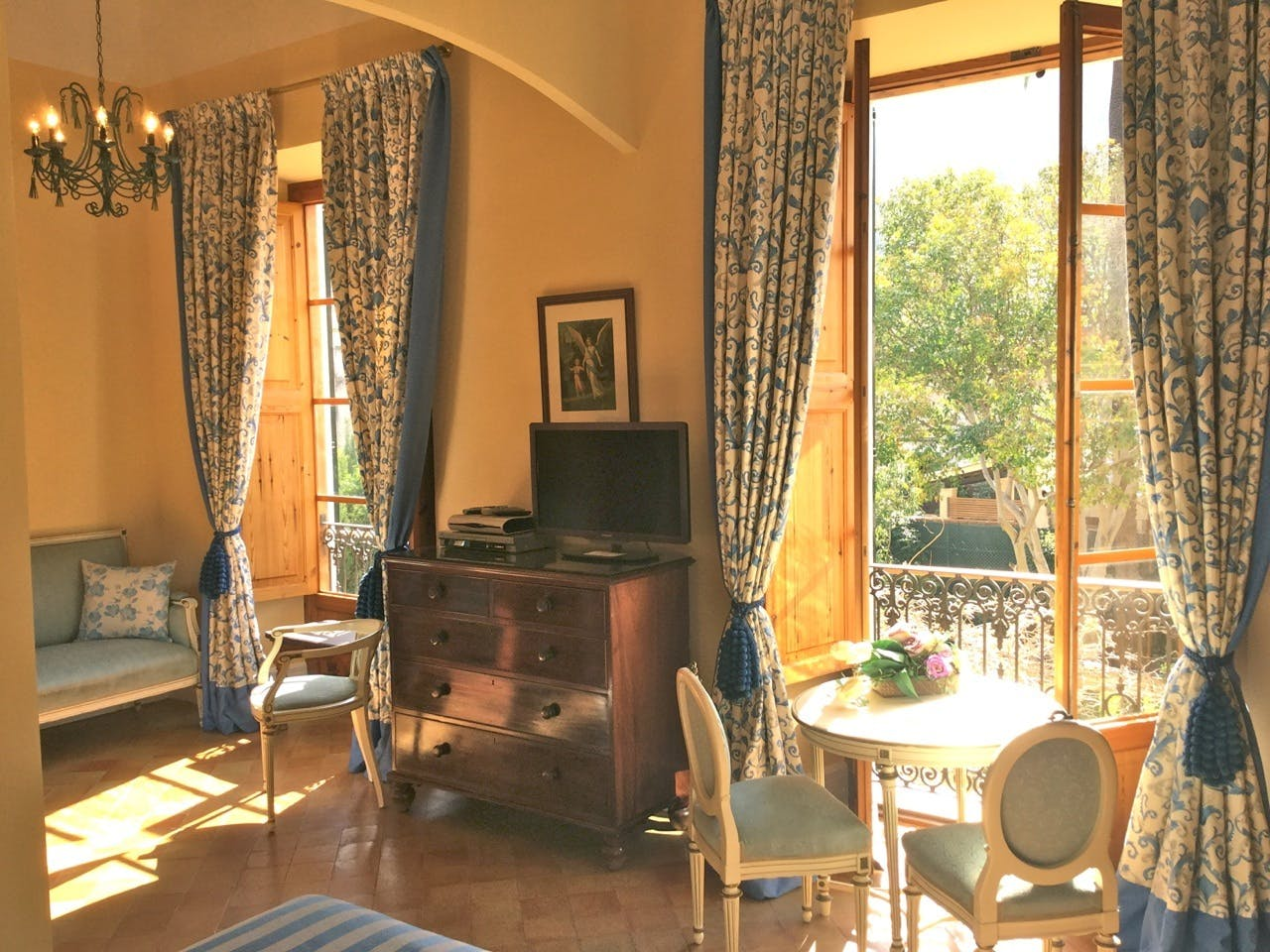The sunlight streaming through the windows of the Sol Junior Suite