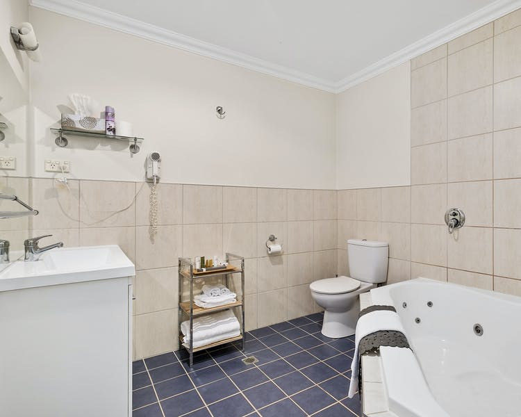 Our wheelchair-friendly Queen Studio 4 ensuite