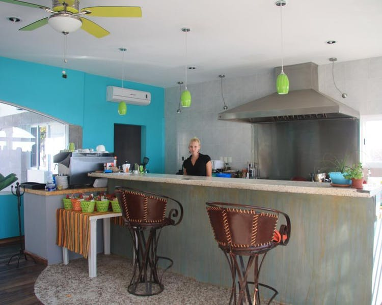 Surfs Up Cafe next door, Open Wednesday to Sunday 9.00 till 4.00. Serves Breakfast and Lunch.