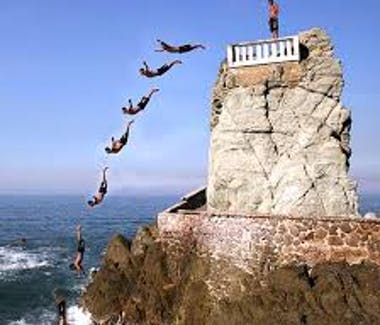 Cliff Divers Olas Altas.