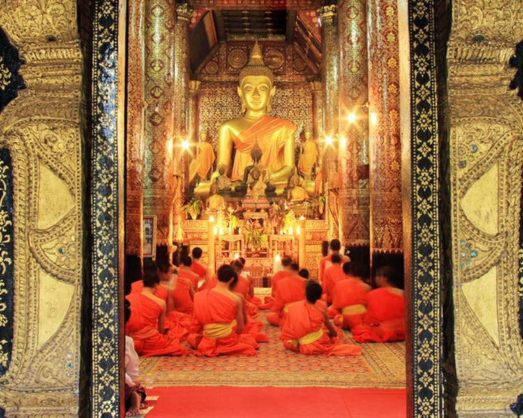 Wat Xiengthong temple monks chanting luang prabang