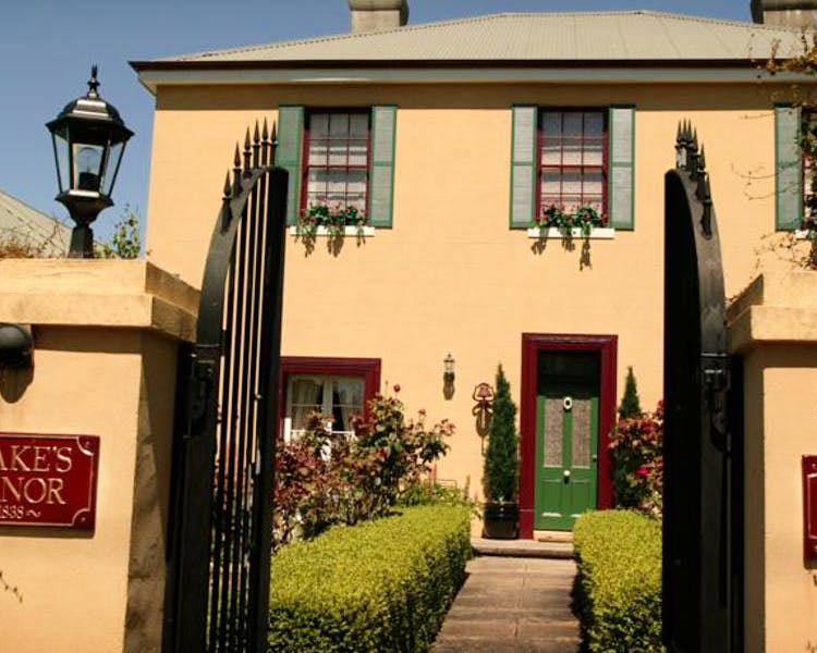 Historic Blakes Manor Heritage Accommodation. Affordable luxury and comfort close to hundreds of Tasmanias attractions!