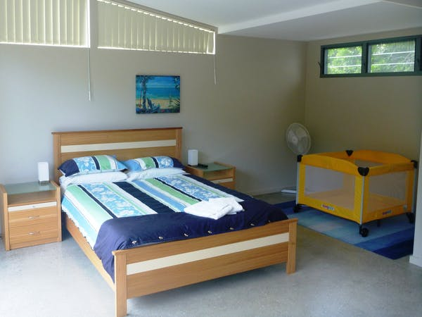 Crescent Head Sun Worship Eco Villas Villa 4 bedroom with Baby Cot.