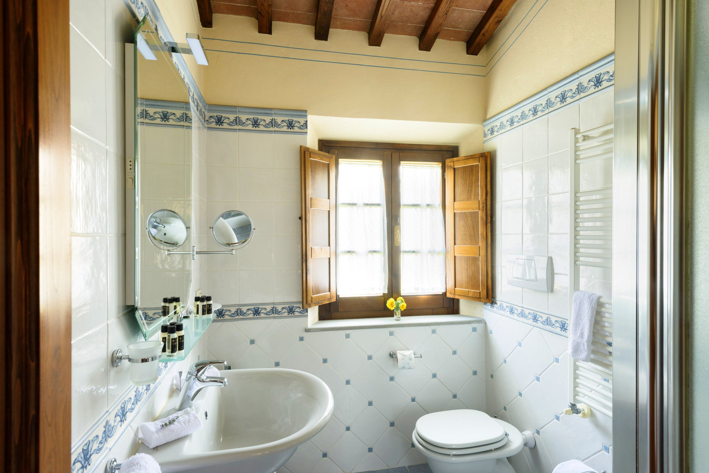 Casa Portagioia Tuscany bed and breakfast ,  guest bedroom bathrooms