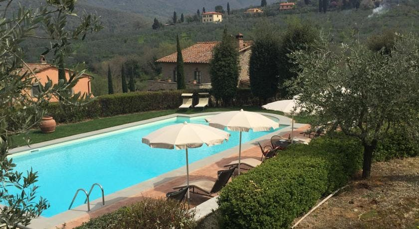 Casa Portagioia Tuscany bed and breakfast , poolside