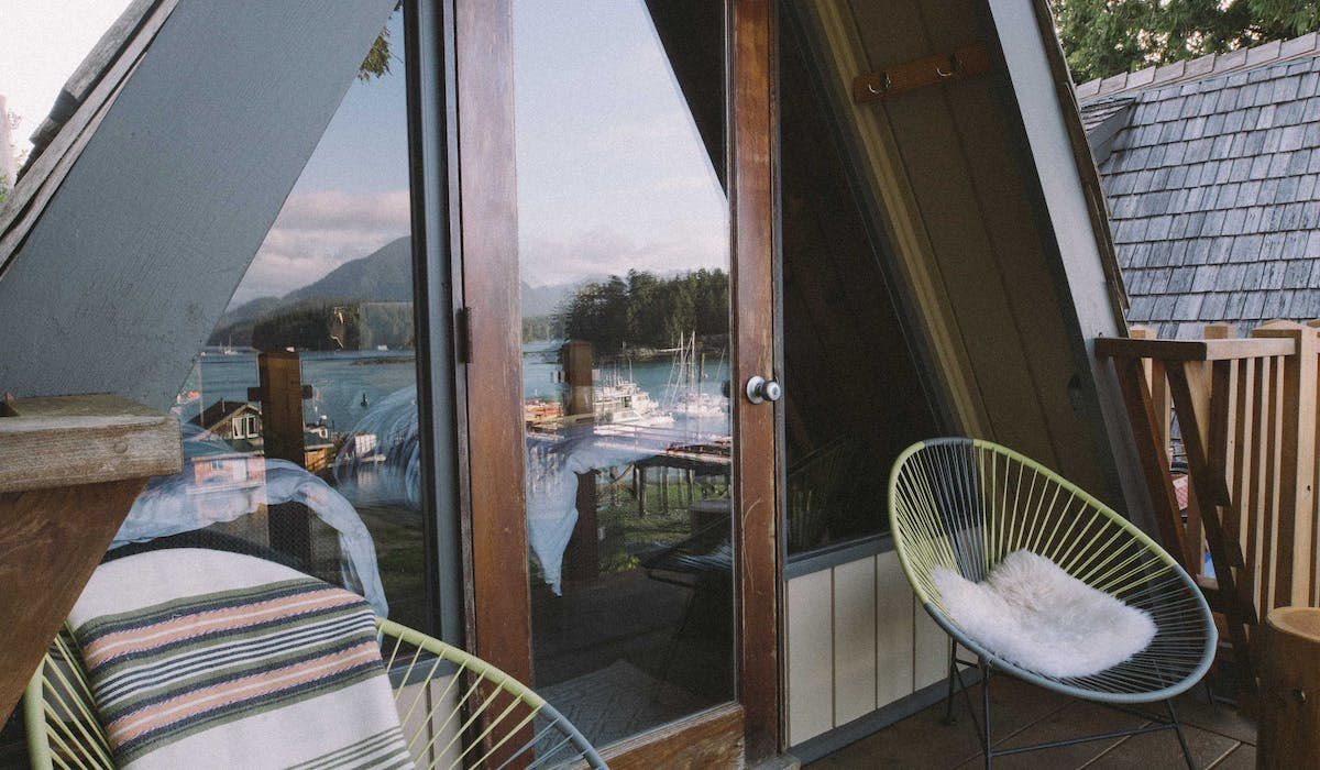 the shoreline tofino oceanfront deck boutique hotel