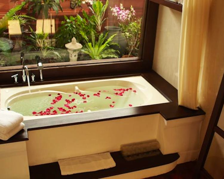 Bathtub petals