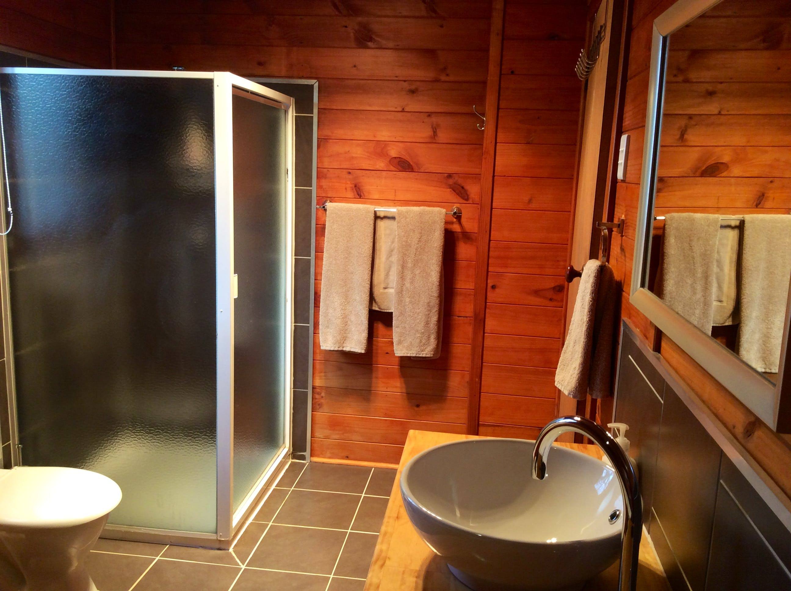 Trappers Lodge self-contained accommodation shower