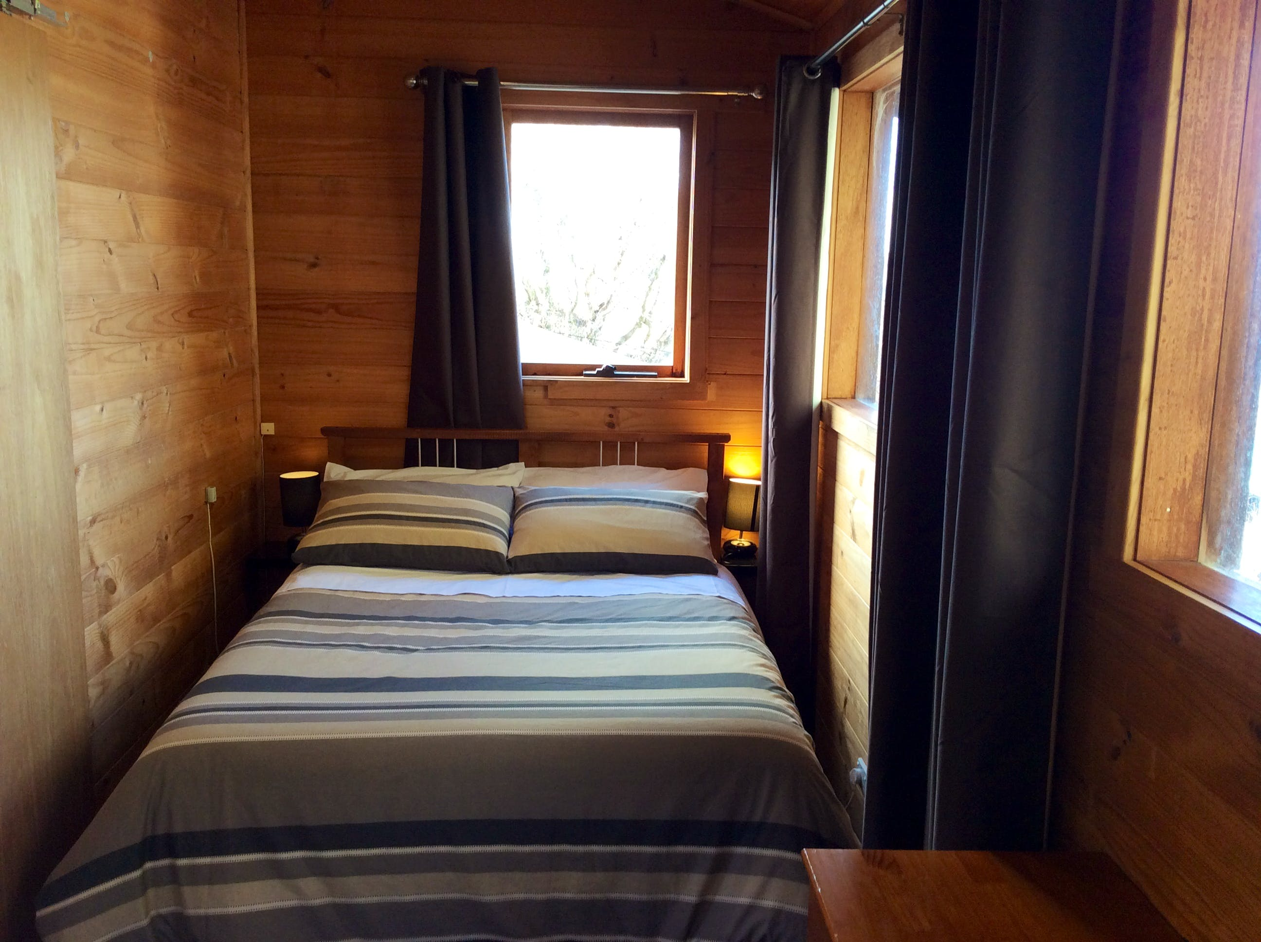 Double bed in Trappers Lodge