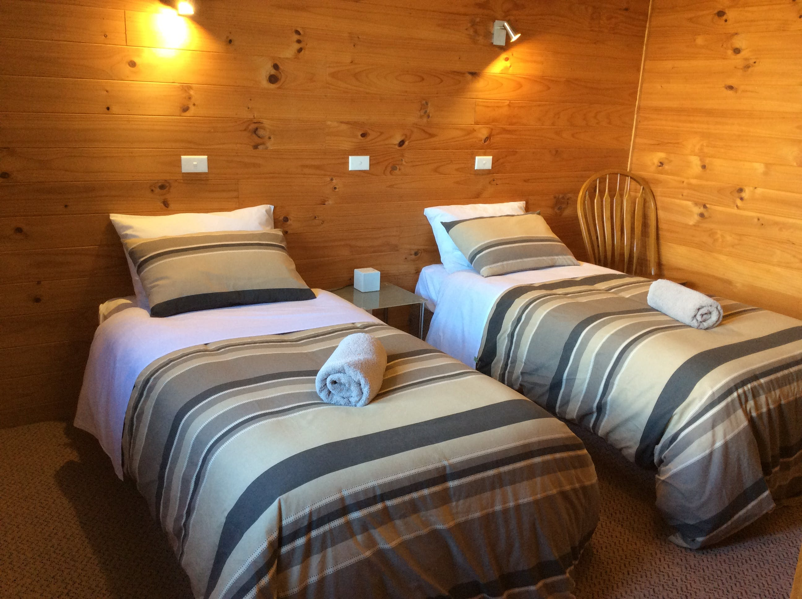 Twin room in one bedroom self-contained cabin
