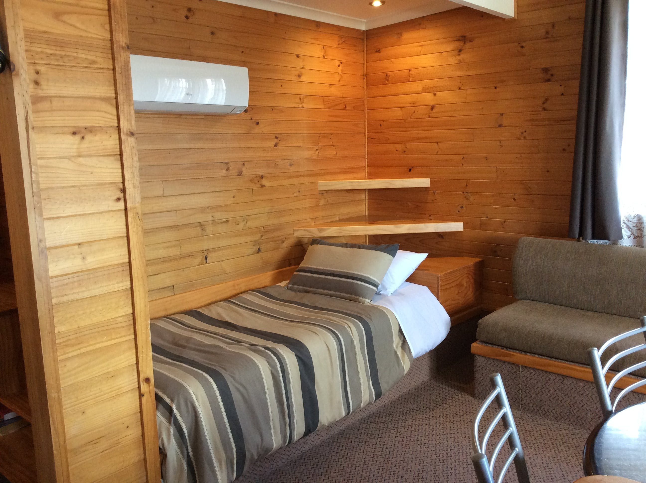 Self-contained Studio cabin single bed