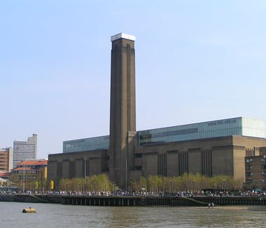 The Tate Modern Art Gallery seen from across the Thames River