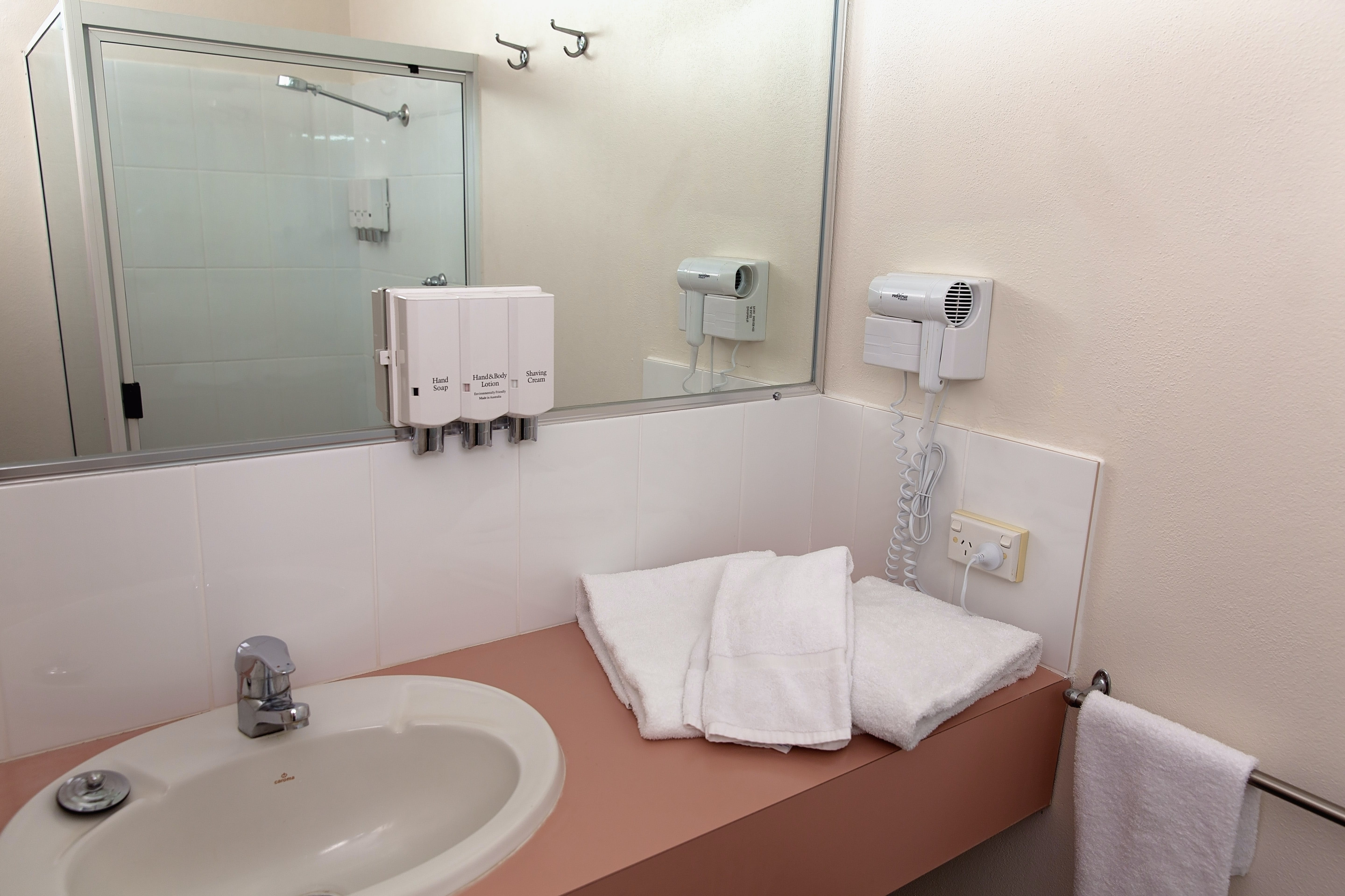 Standard Queen Single Room White Lace Motor Inn Mackay