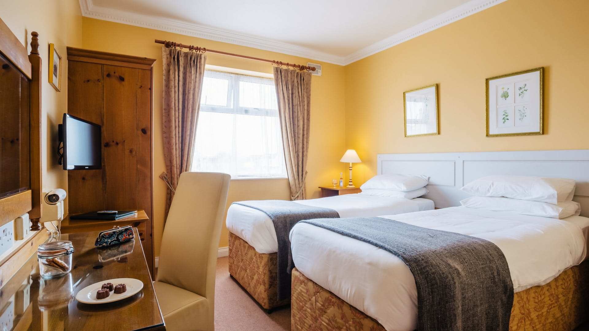 Stay in a twin room at Gleesons Restaurant & Rooms, Roscommon