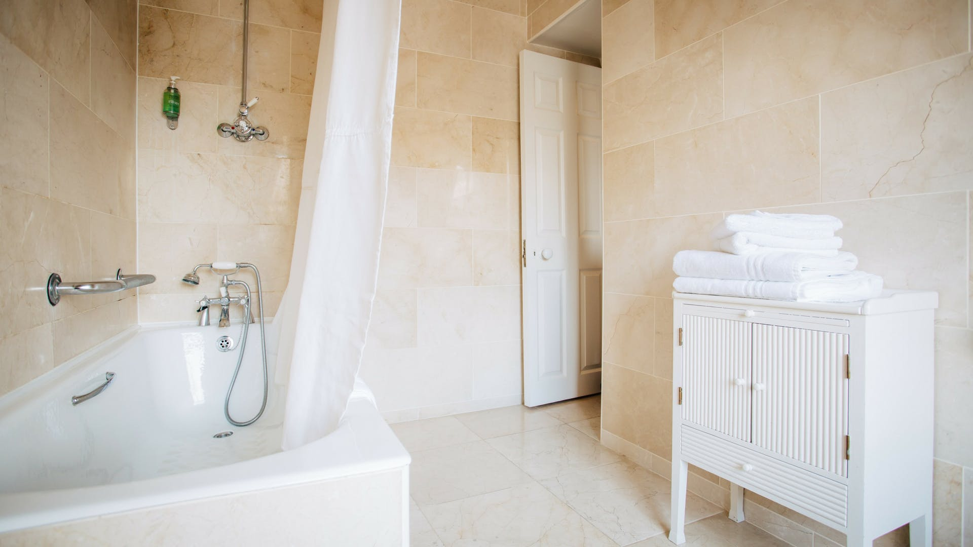 Bathroom in the Executive Suite at Gleesons Restaurant & Rooms, Roscommon