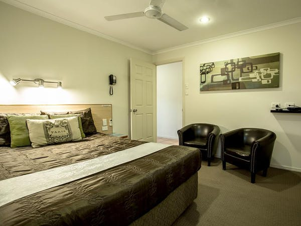 2 Bedroom Unit 1st Bedroom 1 Queen Bed