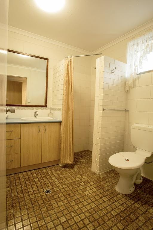 Motel Shower + Toilet