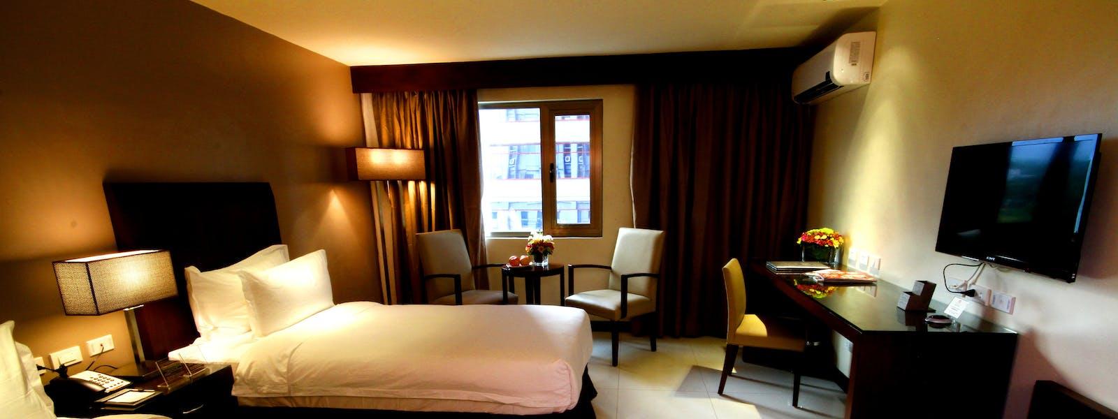Mandarin plaza hotel - Mandarin hotel cebu swimming pool ...