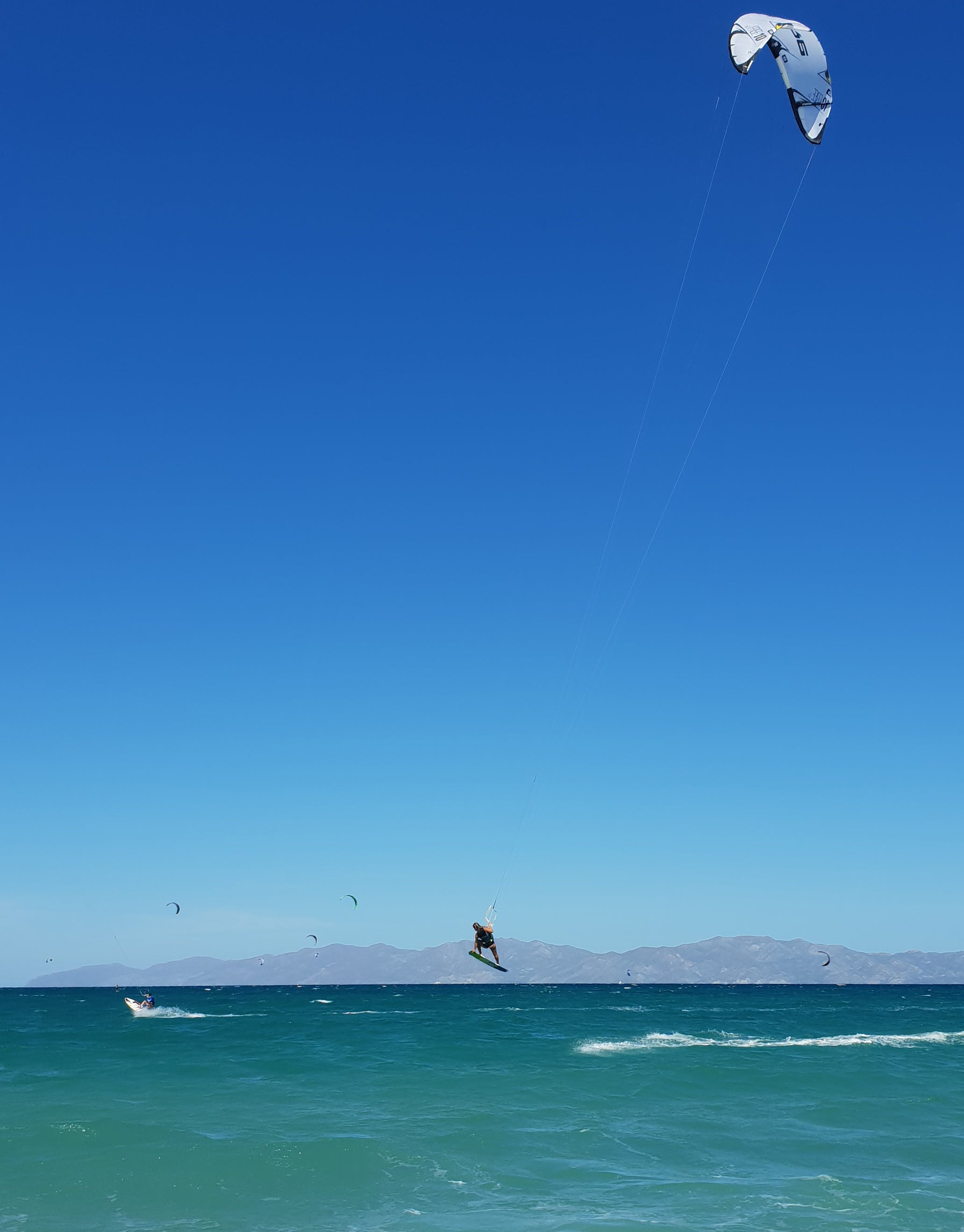 We provide kitesurf lessons in La Ventana. We teach with BBtalkin'.