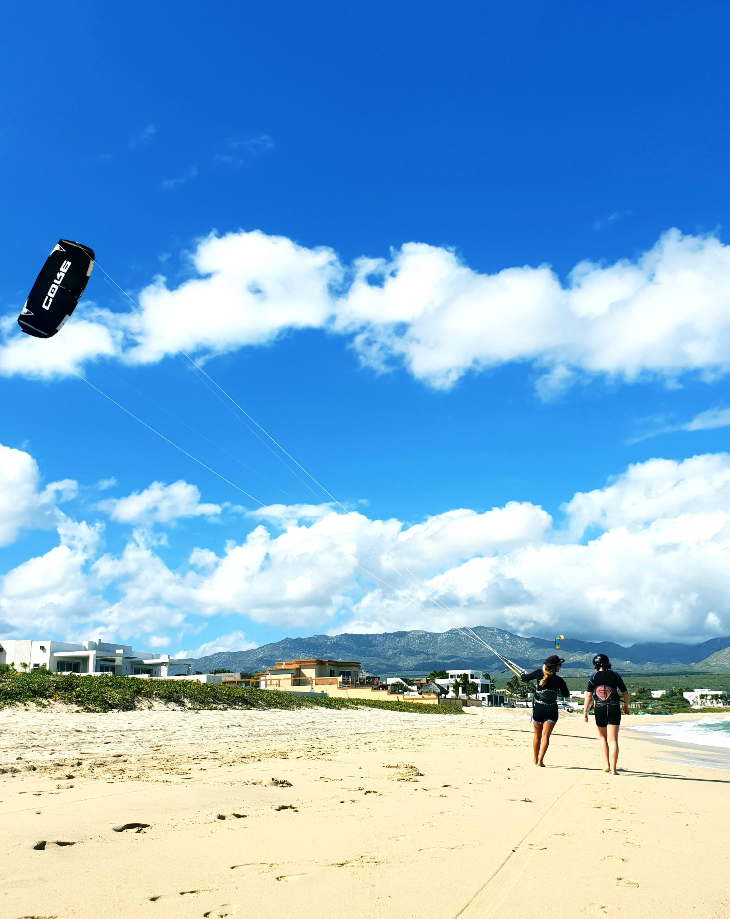 We teach kiteboarding for all level - ChiloChill
