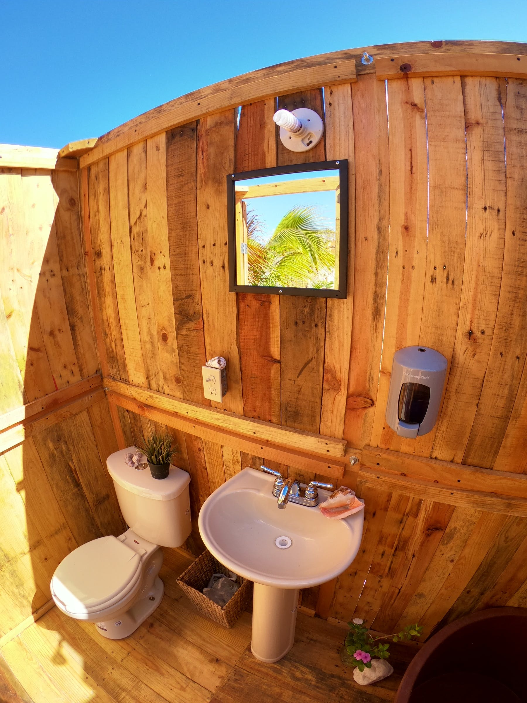 Sky wiev bathroom in Glamping Hotel Chilo Chill