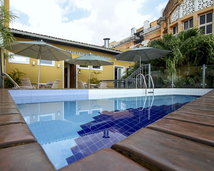 Hotel Casa Amarelindo Swimming-pool and Deck