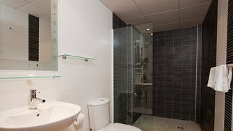 boulevard apartamentos by mimar bathroom with shower