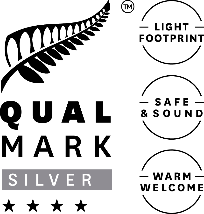 Qualmark 4 Star Silver Sustainable Tourism Business Award logo for Mercure Dunedin Leisure Lodge