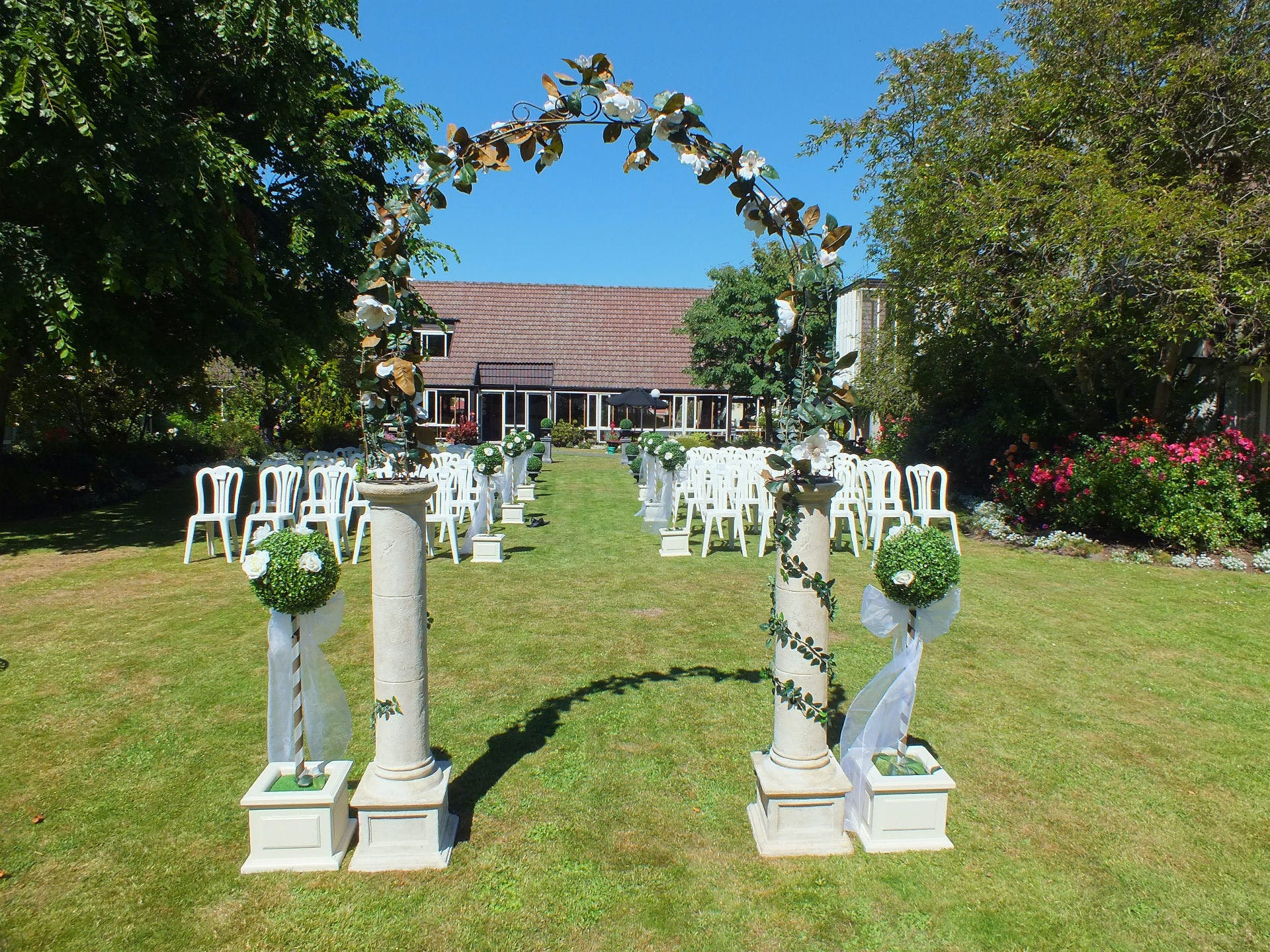 Dunedin Leisure Lodge Weddings - Garden Arch
